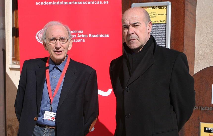 Foto de Resines al frente de la Academia del Cine
